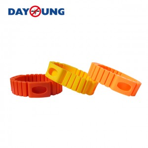 Adjustable silicon mosquito repellent bracelet with 3 refills